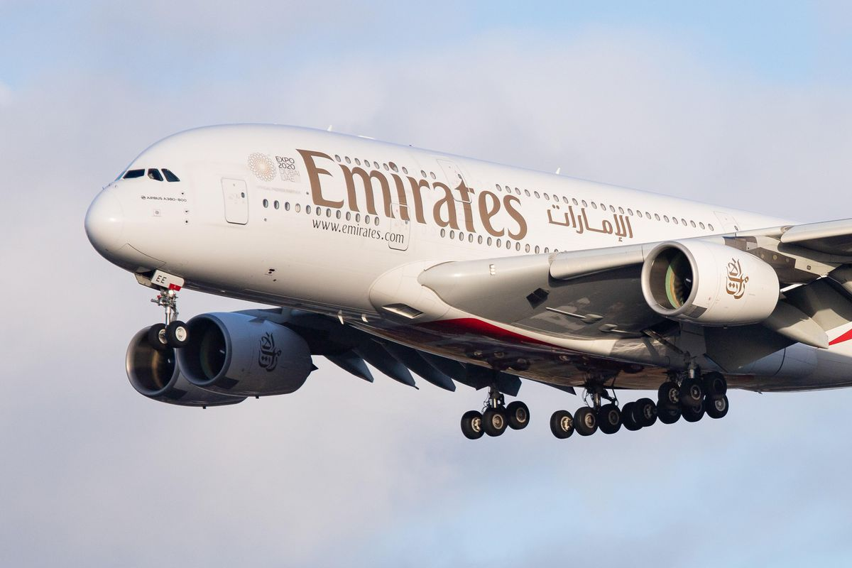 Emirates plans to swap Boeing 777X for Dreamliner